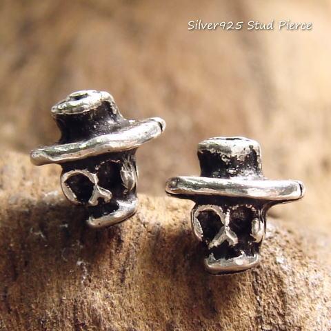 シルバーピアス カーボーイハットをかぶったかのような小さなドクロのピアス a155(a-5-3) シルバー925 silver925 シルバーアクセサリー 髑髏 どくろ 骸骨 スタッドピアス レディースピアス スカル