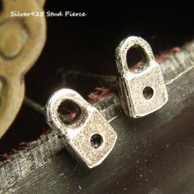 シルバーピアス とっても小さな鍵穴のピアス シルバー925 silver925 シルバーアクセサリー 可愛い 錠前 カギ穴 キィホール スタッドピアス レディースピアス