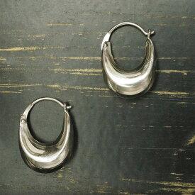 シルバー925 ぷっくりとしていてかわいい ぷっくりとした半月の様な厚みのあるサガリピアス シルバー925 silver925 シルバーアクセサリー 半月 ムーン さがりピアス
