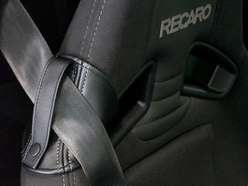 [JADE] シートベルトガイド for RECARO ブラック×レッドステッチ