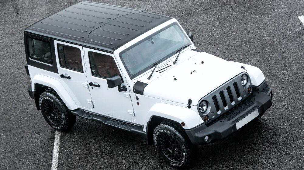 KAHN JEEP WRANGLER SAHARA 2.8 DIESEL 4DRBright White ブライトホワイトInterior: Black or Red Quilted and Perforated Leatherカーン ラングラー