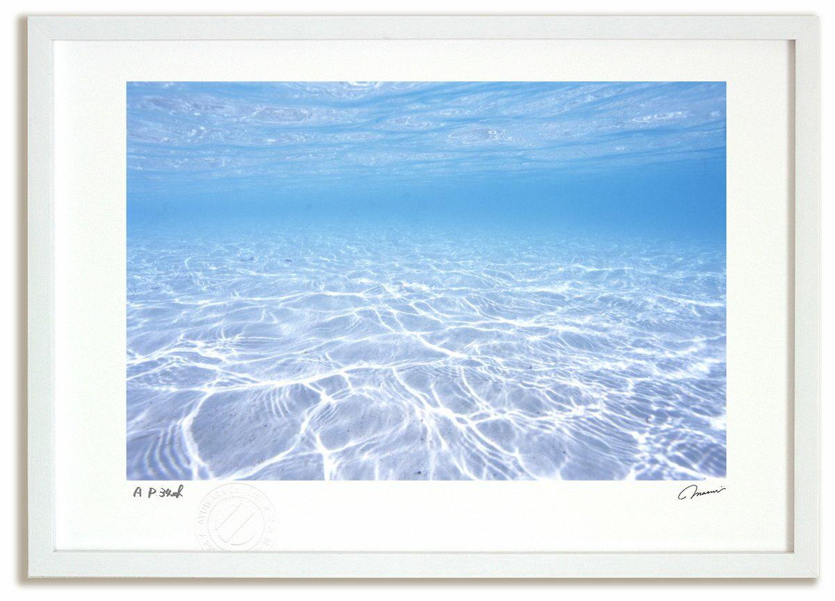 【アートフォト 絵画 壁掛け】ニューカレドニア 透明な海/海 額入り 絵画 絵 壁掛け アート リビング 玄関 トイレ インテリア かわいい 壁飾り 癒やし プレゼント ギフト アートパネル ポスター【L】