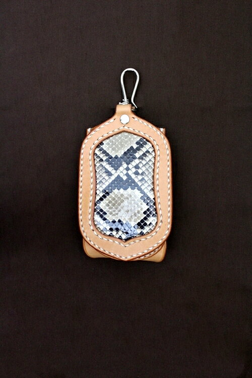 iPhone・スマートフォンケース ダイヤモンドパイソン プレーンタイプ きなり×ナチュラル 【iPhone5/iPhone5s/iPhone6/ケース/カバー/革/レザー/へび柄/手縫い縫製/ハンドメイド/スマホ/スマホケース】