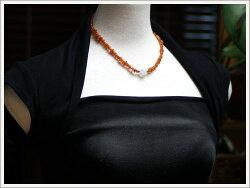 キャラメルブラウンの天然琥珀と大粒クラッククォーツの上品でシックなネックレス