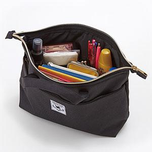 バッグの中の整理ポーチ