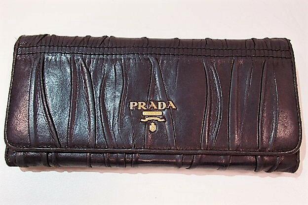 プラダ PRADA 財布 長財布 1M1132 レザー 黒 ブラック NERO Wホック ロゴ 札入れ 小銭入れ 二つ折り財布 ロング ウォレット メンズ レディース 【中古】 bs1554