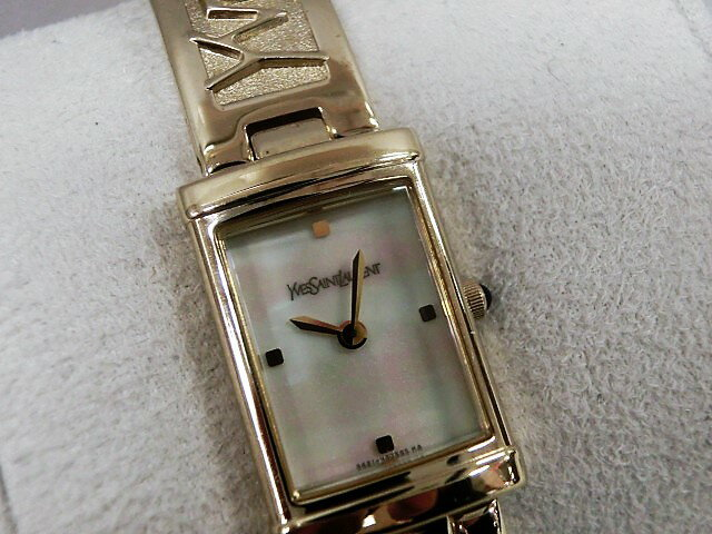 イヴサンローラン 40th Anniversary バングルウォッチ 5421-H30595 レディース 腕時計 SS クォーツ ホワイトシェル文字盤 電池交換済み 【中古】 bt910