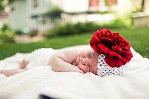 クロシェット レッドピオニー × ホワイトニット帽 ◆ ヘアクリップ インポート USA ハンドメイド 白 ホワイト 赤 お花 ピオニー ベビー 赤ちゃん キッズ 女の子 海外 子ども 新生児 子供 かわ