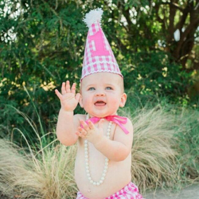 Ruffle Butts 誕生日 帽子 カラフル 1歳 帽子 ピンク ファーストバースデー 女の子 ハット 子供服 子供 女 かわいい ラッフルバッツ 海外 ブランド おしゃれ ラッフル ピンク 帽子 ハット 写真 バースデー バースディ Flutter Birthday Hat