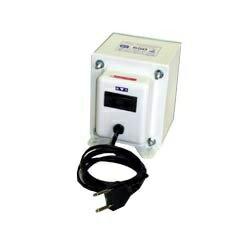 【送料無料】 日章工業 変圧器 (アップダウントランス) 「トランスフォーマ SKシリーズ」(220V⇔100V・容量550W) SK-550E[SK550E]