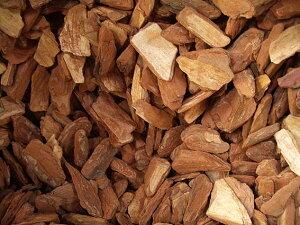 バークチップ M 約1.3kg(ウッドチップ 花壇 ガーデニング用品 マルチング材 インテリア 園芸 敷き詰め 土を隠す 木片)