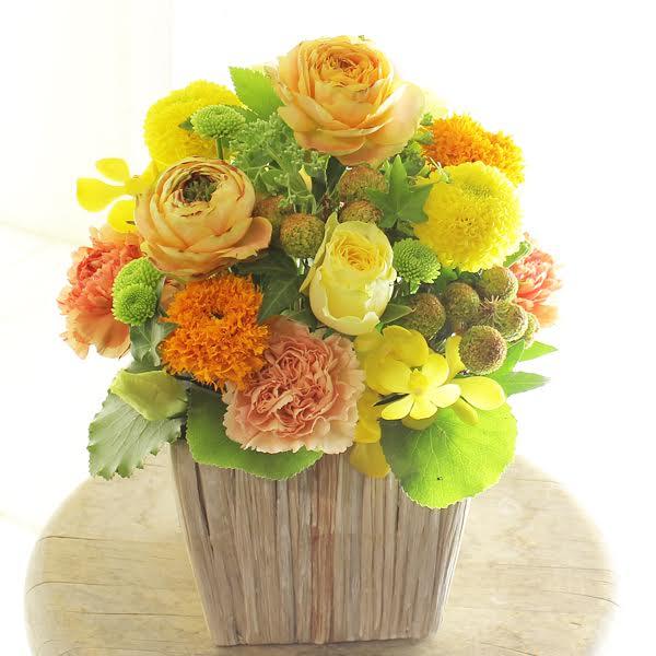 アレンジメントフラワーSサイズ Warm Impressed(黄色・オレンジ系)※デザイナーが手がけるお洒落な一品。お見舞いや快気祝いなど、退院後のお祝いに関する贈り物に【送料・メッセージカード無料】【あす楽】