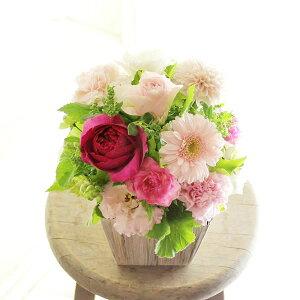 アレンジメントフラワーSSサイズ Girlishness(ピンク系)※デザイナーが手がけるお洒落な一品入籍祝い 結婚祝い 結婚周年祝い ブライダル ウェディング 贈り物 フラワーギフト プレゼント