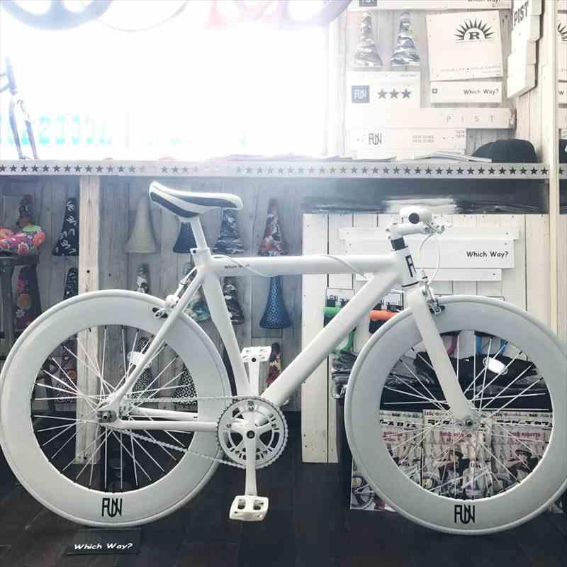 サドルが選べる ピストバイク 完成車 FUN Airマットホワイト80mmディープリムピスト シングルスピード[自転車][BMX][ピスト][ピストバイク][カスタム][700C][23c][タイヤ][フリーギア][ホイール][700][固定ギア][ペダル][ブレーキ]