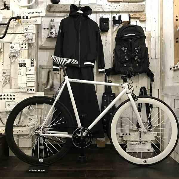 100種類以上!!選べるサドル!!ピストバイク 完成車 FUNホワイト サドルが選べるファニー(610mm) シングルスピード[自転車][ピスト][ピストバイク][カスタム][700C][23c][タイヤ][フリーギア][ホイール][700][固定ギア]