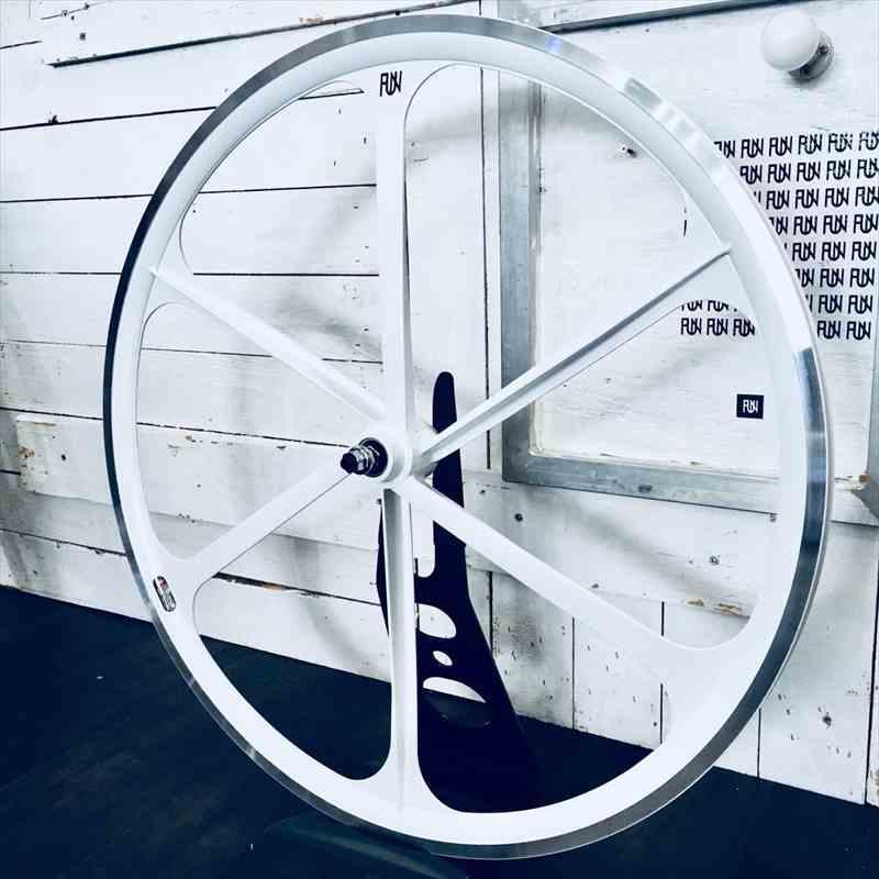 『FUN』【700C クローバーリム】ホワイト※フロント単品[ピスト][パーツ][ピストパーツ][リム][ホイール][完組][700C][ライダーズカフェ]