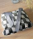 チェアクッション・ファウスティーノ・グレーリボン(中身付)/チェアクッション クッション キューブ柄 幾何学 リボン 雑貨 インテリア