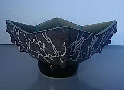 【花器・花瓶】特殊形状皿型 希少品 高さ約10cm 幅約17cm×17cm【中古品】