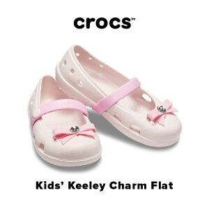【30% SALE!!】Kids' Keeley Charm Flat【キーリー チャーム フラット キッズ】クロックス サンダル フラット ガールズ 女の子 リポン ピンククロックス正規取扱店なのでご安心ください