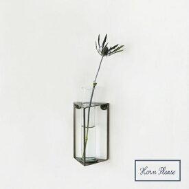 IRON フレーム フラワーベース W/GLASS トライアングル 423189 □□ DL5 志成 花瓶 花器 壁 壁かけ フラワースタンド 花瓶台 鉢 プランターラック ガーデン ディスプレイ インテリア シンプル スタイリッシュ モノトーン かっこいい プレゼント