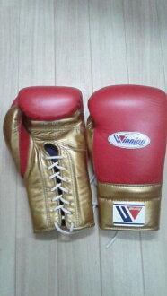 供16盎司红x黄金Winning获胜练习使用的拳击手套(专业型)