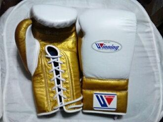 供16盎司白×黄金Winning获胜练习使用的拳击手套(专业型)