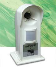 【電池付】ガーデンバリア GDX 猫よけ、猫退治、猫撃退に! 変動超音波ネコ被害軽減器「ガーデンバリア」GDX02P03Dec16