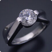 1カラット版:デザイン性が豊かなスタンダードな婚約指輪
