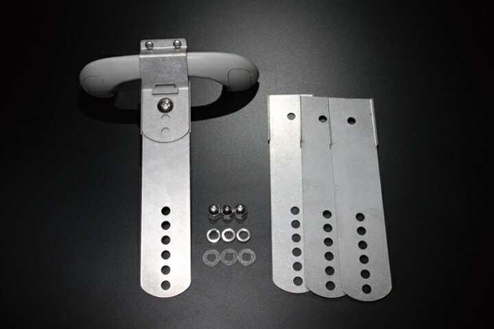 【ユーアイビークル】4本積み用アタッチメントハイエース200系 1〜4型後期標準/ワイドボディ用 ルームキャリアを2段にする事により、ボードを4枚収納可能。 標準/ワイドボディ共に取付可能。