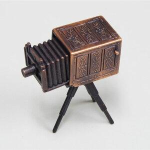 アンティークな仕上げのレトロ調の鉛筆削り アンティーク調 鉛筆けずり レトロ 脚付きカメラ