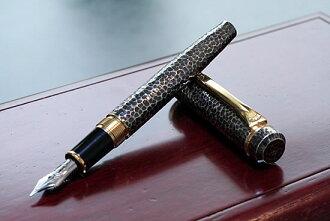 白金有限公司刷伪造货币和黄金古董钢笔