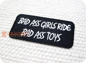 ロゴ.BAD ASS GIRLS RIDE…/スラング/バイカー/ロック/パンク/文字/車/ワンポイント/男の子/大人/かっこいい/ハンドメイド/雑貨/刺繍ワッペン/アイロン接着/リメイク/デコ/アップリケ/CaJu+NiC[カジ