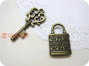 メタルチャーム.lovely keys全2種/真鍮/鍵/アンティーク/ハート/ネックレス/金属チャーム/アリス/ペンダントトップ/キーホルダー/インテリア/アクセサリー/パーツ/素材/材料/手芸/手作り/ハンド