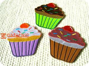 カップケーキ(L)全3色/スウィーツ/お菓子/スイーツ/ワンポイント/入園/入学/女の子/男の子/大人/おしゃれ/かわいい/ハンドメイド/雑貨/刺繍ワッペン/アイロン接着/リメイク/デコ/アップリケ/Ca