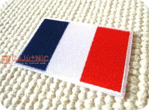 フランス国旗(L)/パリ/ヨーロッパ/シンプル/ワンポイント/入園/入学/女の子/男の子/大人/おしゃれ/ハンドメイド/雑貨/刺繍ワッペン/アイロン接着/リメイク/デコ/アップリケ/CaJu+NiC[カジュニ