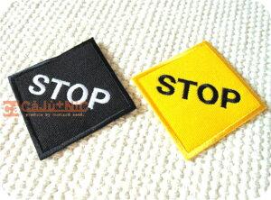 STOPひし形全2色/標識/海外/自動車/バイク/バス/ロック/バイク/バイカー/文字/ロゴ/入園/入学/シンプル/ハンドメイド/雑貨/刺繍ワッペン/アイロン接着/リメイク/デコ/アップリケ/CaJu+NiC[カジュ