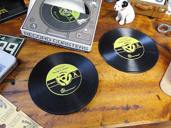 楽しい音楽がきこえてくる♪ レコードコースター 2枚セット(イエロー) ■ アメリカ雑貨 アメリカン雑貨 通販 こだわり派が夢中になる! 人気のアメリカ雑貨屋 インテリア 生活雑貨 おもしろ雑貨 グッズ