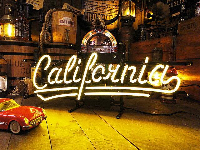 【全国送料無料】【即納】【在庫あり】カリフォルニア のネオン管(イエロー) ■ 【6ヶ月保証付き】  ■ こだわるお店のアイキャッチ! 男の部屋 アメリカ雑貨屋 アメリカン雑貨 ネオンサイン 看板 人気 おしゃれ カッコイイ 壁掛け 壁飾り 西海岸 西海岸スタイル