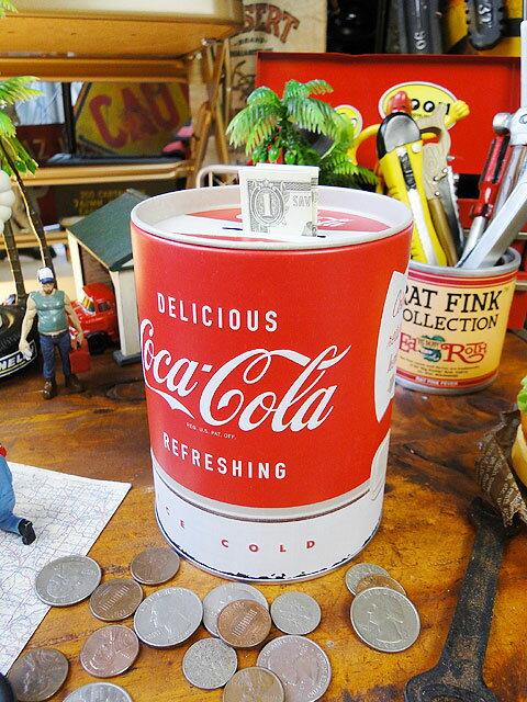 コカ・コーラのブリキ缶バンク ■ コカコーラグッズ 雑貨 グッズ ブランド Coca-Cola アメリカ雑貨 アメリカン雑貨 コーラ 置物 インテリア おしゃれ 人気 小物 こだわり派が夢中になる! 人気のアメリカ雑貨屋