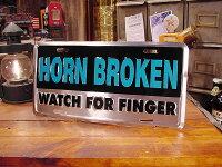 ホーンがブッ壊れてるからオレの指を見な!のライセンスプレート