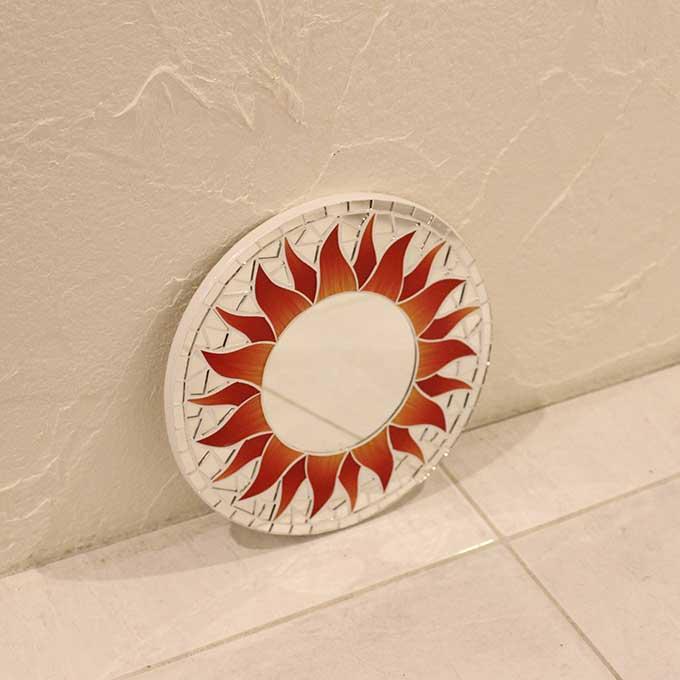 モザイクミラー 壁掛け ミラー 鏡 ウォールミラー マタハリ 太陽 レッド 20cm アジアン バリ インテリア