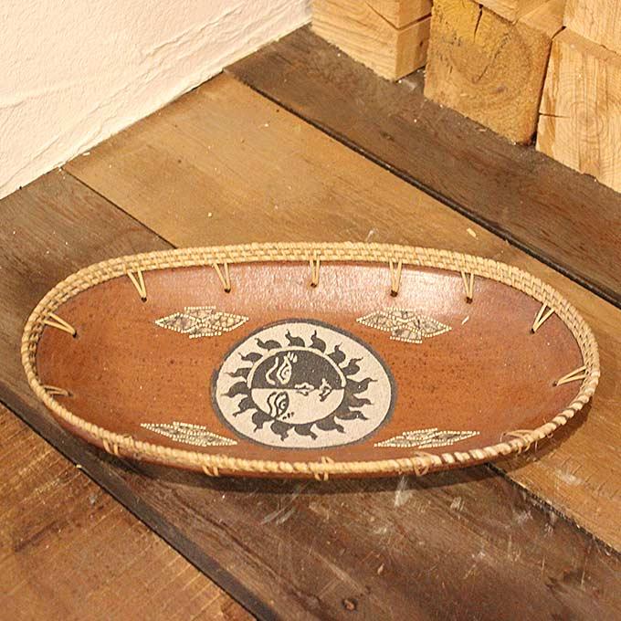 ロンボク焼きのトレイ 小物入れ 鍵置き 陶器 太陽の絵 W30cm バリ雑貨 アジアン雑貨 オブジェ