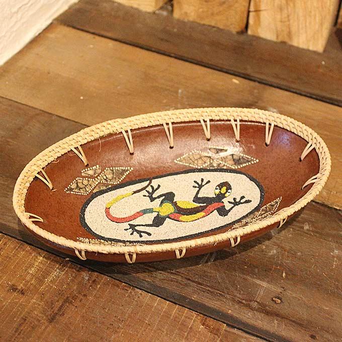 ロンボク焼きのトレイ 小物入れ 鍵置き 陶器 ヤモリの絵 W25.5cm バリ雑貨 アジアン雑貨 オブジェ