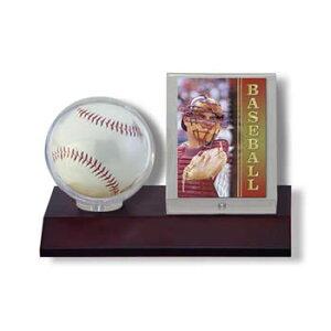 ウルトラプロ(UltraPro) サインボール&カードケース ダークウッド台座 (#81674) Dark Wood Base Ball & Card Holder