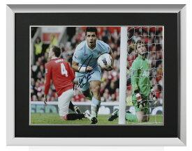 セルヒオ・アグエロ 直筆サインフォト 額入り マンチェスター・シティ ゴール vs マンチェスター・ユナイテッド (Sergio Aguero Signed Manchester City Photo: Goal vs Manchester United) 2/1入荷