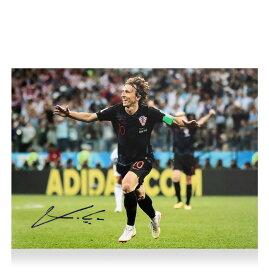 ルカ・モドリッチ 直筆サインフォト クロアチア代表 2018 FIFA ワールドカップ ゴール vs アルゼンチン (Luka Modric Signed Croatia Photo: 2018 FIFA World Cup Goal vs Argentina) 2/14入荷!