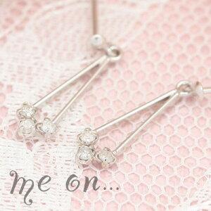 【送料無料】【me on...】揺らめく上質なラグジュアリー天然ダイヤモンド。3つの天然ダイヤモンドK10ホワイトゴールドドロップピアス【P】