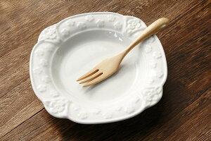 エンボスが美しい花のデザートプレート 16.5cm 花のエンボスがかわいい 中皿 ケーキ皿 華やか 高級感 ロールケーキ皿 洋食器 白い食器 国産 美濃焼 訳あり