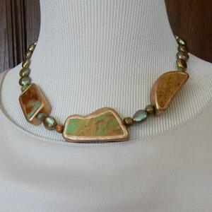 珍しい!ターコイズグリーンと淡水パールのネックレス銅フレーム仕上げ長さ43cm重さ60gレターパックプラス発送
