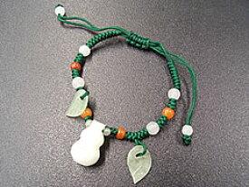 ★ひょうたん+葉の翡翠ブレスレット(紐:緑)縁起物のひょうたんがゆら〜り、かわいい♪